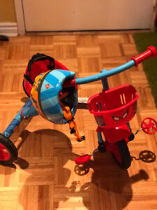 Spider Man Kids bike!, and helmet. Great for Christmas.