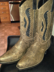 Ladies size 10 Cowboy boots