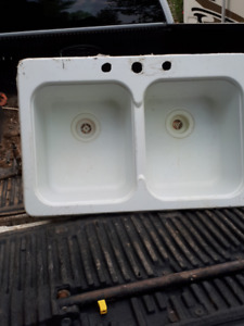 Double White Sink First $30 Takes It 451-5543