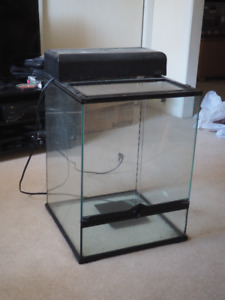 Terrarium for gecko with light and heating pad