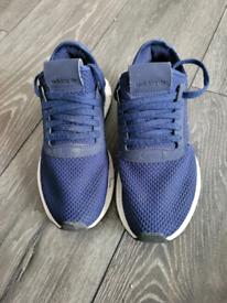 Adidas trainer size 4
