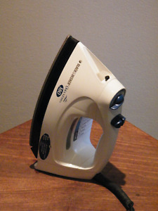 BLACK AND DECKER QUICK 'N EASY 380 STEAM & DRY SPRAY IRON