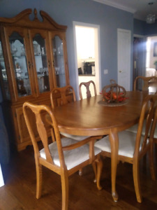 Oak Diningroom table with 6 chairs
