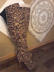 New Beautiful woman over the Knee boots, Size 8