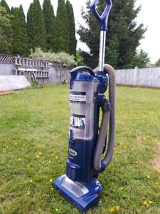 Vacuum Cleaner (Shark)