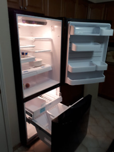 LG Fridge, Excellent Condition!  only $600 Bottom, mount Freezer