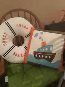 9 EUC Children's Pillows - Perfect for a reading nook $50 FIRM Cambridge Kitchener Area image 5