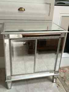 MIRRORED CABINET/CHEST/BEDSIDE TABLE