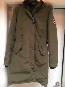 $400 Canada Goose Kensington Parka (women's M in green)