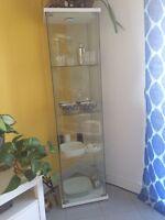 Vaisselier/ vitrine a vendre 40$
