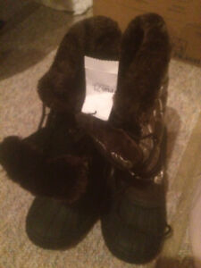 Ladies Winter Boots (Size 8.5) (rue 21) (New)