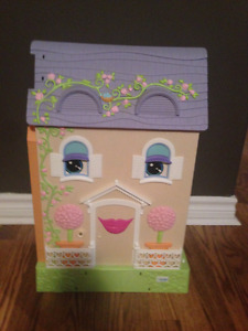 Mrs Goodbee Interactive Dollhouse
