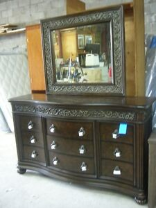 Beautiful Pulaski Dresser & Mirror Brand New!! Delivery is Avail