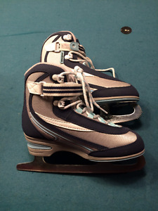 Barely used girl ice skates size 5