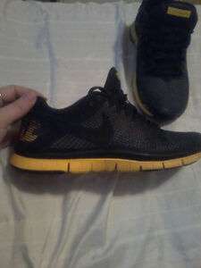 Like new size 9 mens lance Armstrong nike crosstrainers