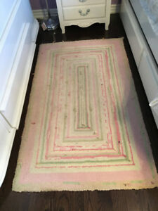 Pottery Barn Kids Girl's Larkin rug size 3 x 5 feet