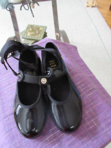 Like New Girls Black Bloch Tap shoes - Size 10.5M