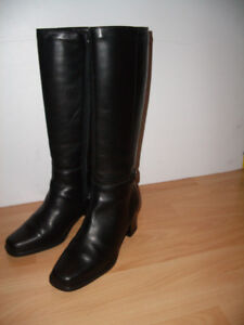""""" BLONDO """" waterproof leather boots --- fit size 9 - 9.5 US"