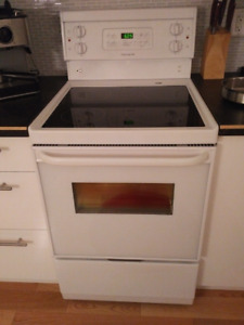 New Condition Frigidaire 24 inch Electric Range