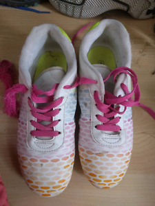 Girl soccer shoes size 4