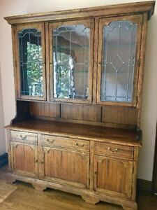 Stunning Ethan Allen China Cabinet/ Side board/ Hutch