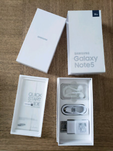 PHONE NOT INCLUDED - Galaxy Note5 box with  Accessories