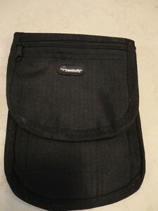 Travelocity Small Convenient Belt Style Fanny pack....Hip Pack