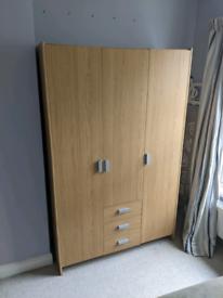 Triple wardrobe with drawers