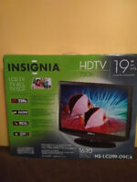 FOR SALE: 19-Inch HDTV (720p)