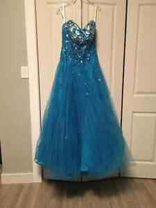 Robe de bal bleu 14 ans