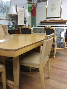 1000 booths of furniture, antiques, collectibles plus more