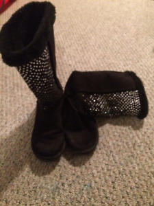 Black Comfy Glitter In Front Boots