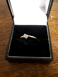 10 K gold ring with small diamonds