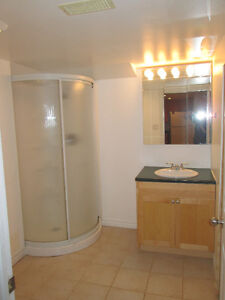 Looking for a FEMALE STUDENT share two bedroom apartment Peterborough Peterborough Area image 2