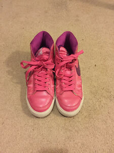 Nike pink sneaker Kitchener / Waterloo Kitchener Area image 2