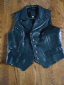 Women's Black Leather Vest, like new, small to medium size,blk.
