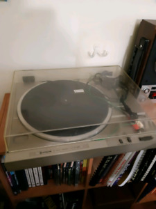 Hitatchi model HT-205 Vinyl Record Player