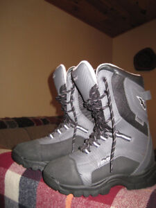 HMK Womens Voyager size 7