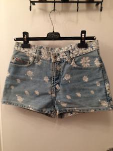 Shorts en jeans fleuris