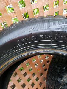 2 pneus d'hiver 195/65/15R encore bon pour 1 ou 2 hiver