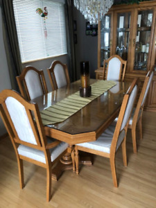 Solid Oak Dining Room Set 6 Chairs And Buffet Hutch