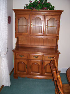 Dining Table , Chairs and Hutch.  Solid Maple Kitchener / Waterloo Kitchener Area image 3