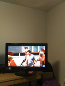 "LG 32"" Class LCD HDTV (with remote)"