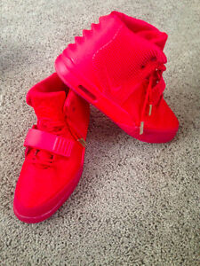 NIKE Red October YEEZY Size 10.5