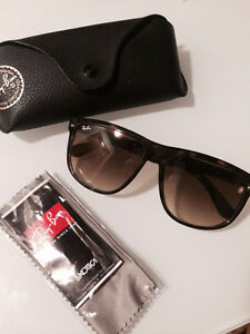 RAY BAN oversized sunglasses - valeur de $200