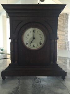 "Horloge antique "" the Arthur Pequegnat clock co"""