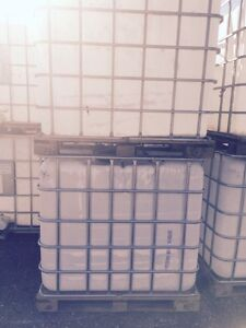 1000 lt water totes skid bottoms London Ontario image 2