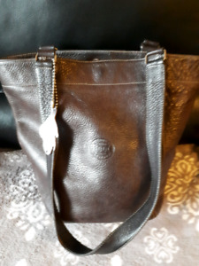 Roots bucket tote