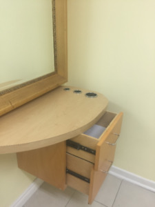 Mirror and styling station