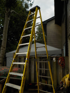 12' Stepladder, Heavy duty, grade 1AA, Excellent condition!